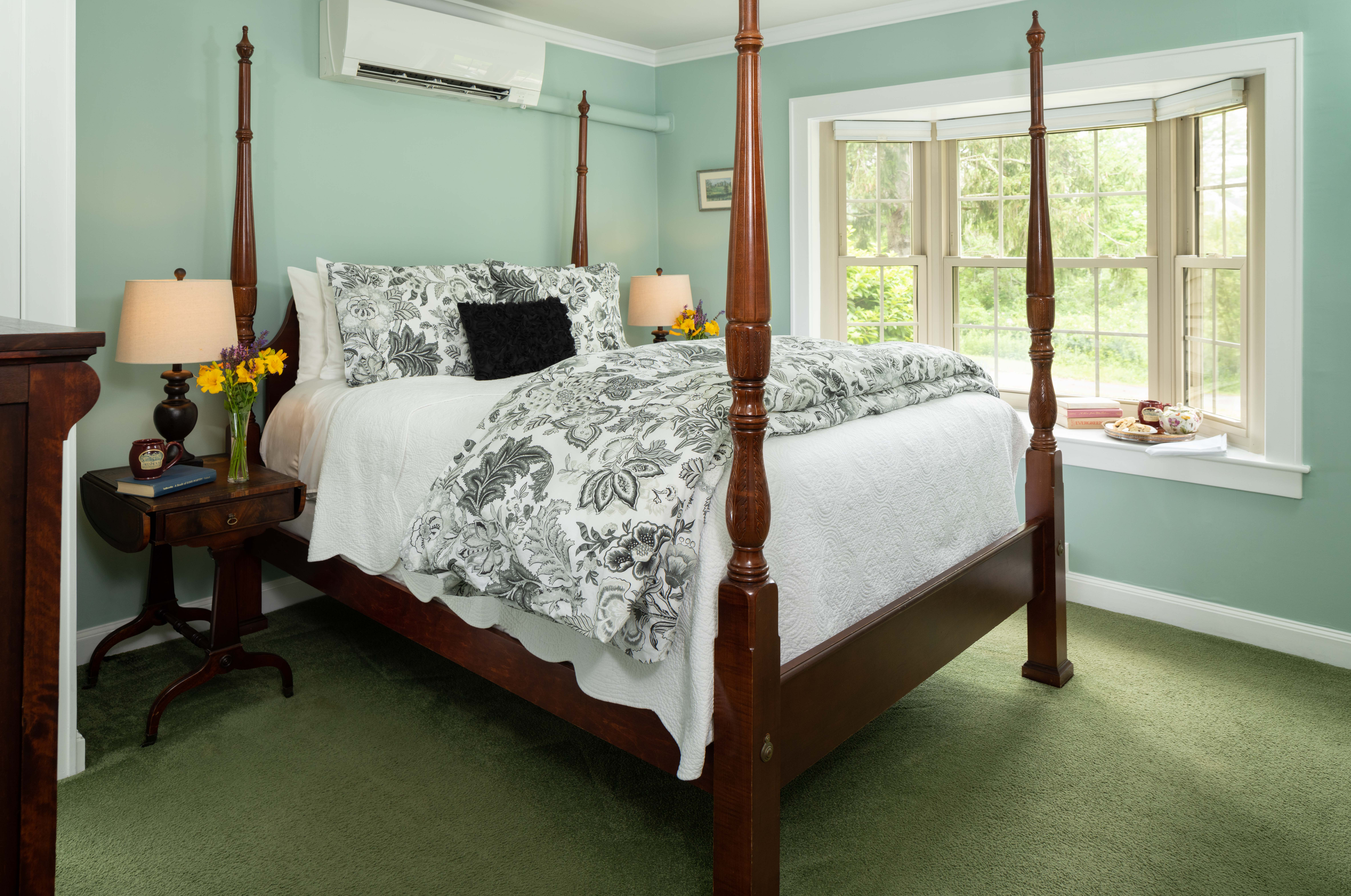 Bed with bay window and tea tray